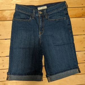 NWOT Petite Levi's cuffed shorts